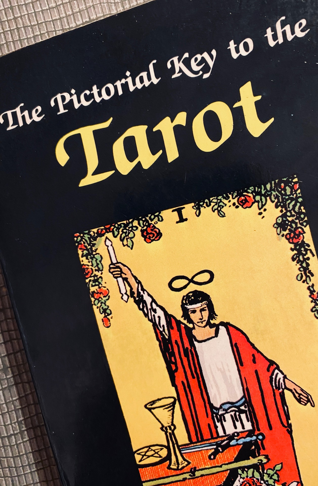 1000 books: Pictorial Key to the Tarot.